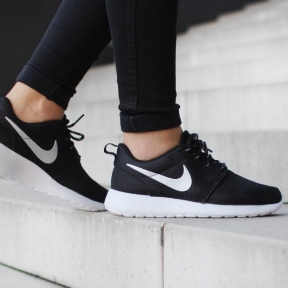 4d34f7d0a687 🔥Sale🔥 Nike Roshe One (GS) Black Silver
